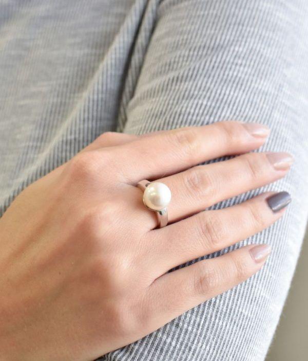 Pavona Stříbrný prsten s bílou říční perlou 25001.1 Velikost: 58